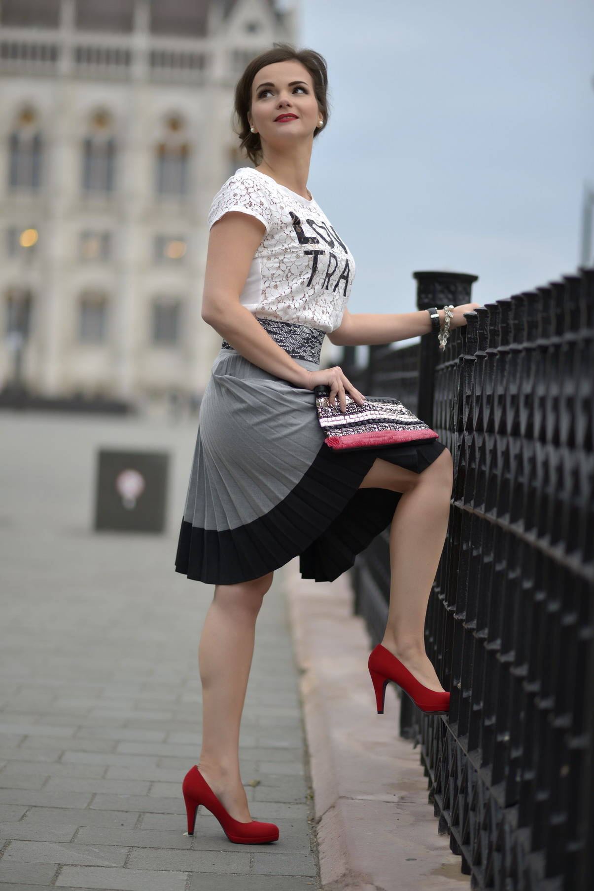 Best way to wear a pleated skirt