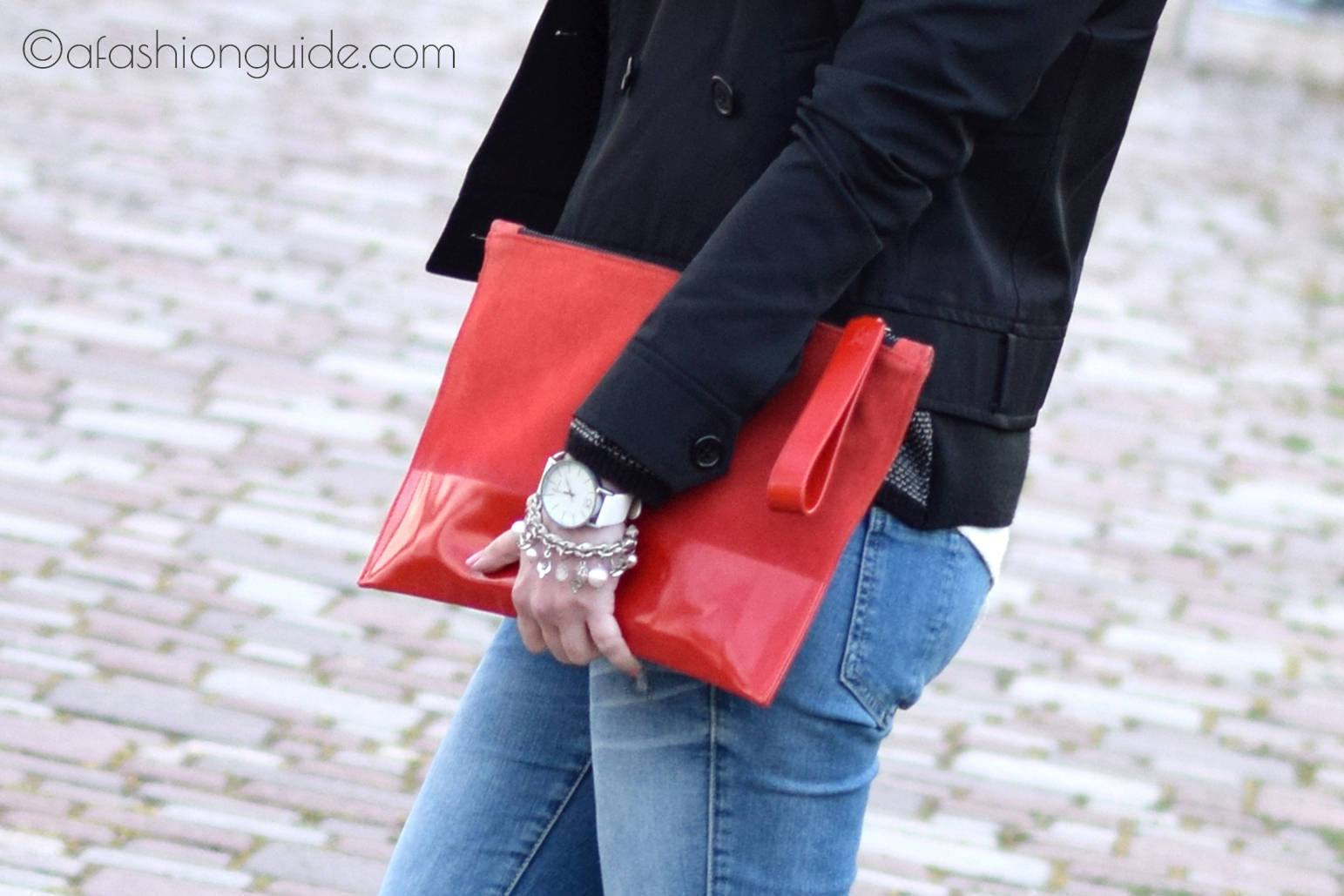 Several stylish reasons to carry an envelope clutch