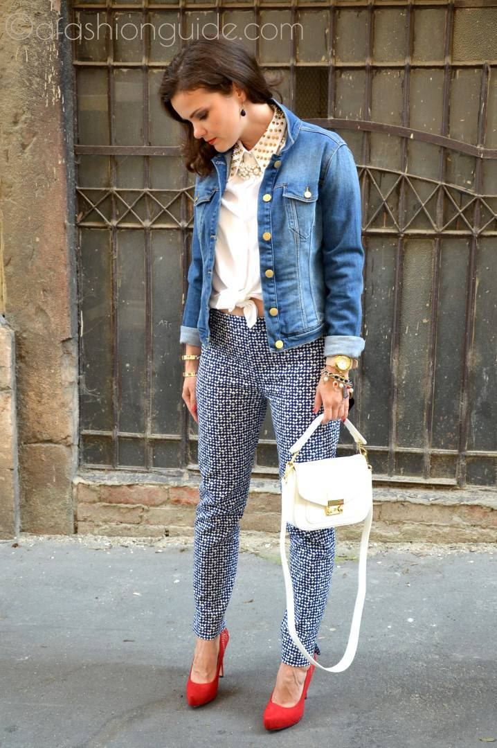 Basic street style pieces are printed pants. Fashionable and makes your legs slim.
